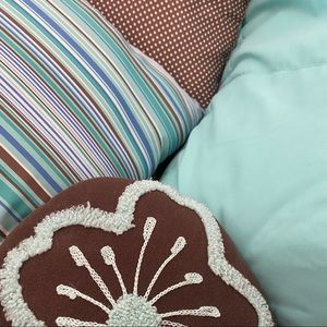 Full Bedding Set + Rug - Turquoise and Chocolate
